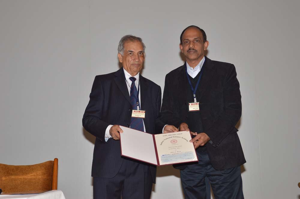 Prof. Elias receives his teaching award